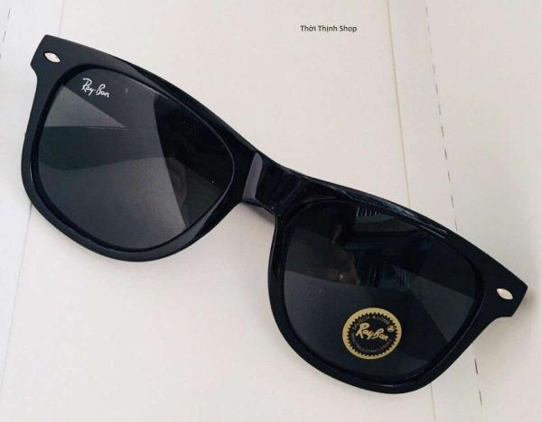 Mắt kính đen thời trang đi biển