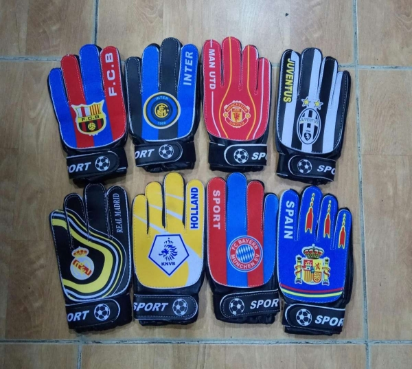 GOALKEEPER GLOVES FOR KID